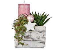 Arrangement mit Grünpflanzen und Kerze