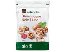 Z.B. Coop Naturaplan Bio-Baumnusshälften